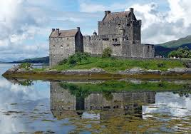 Castle and Moat in Scotland - Classic Battlefield Tours