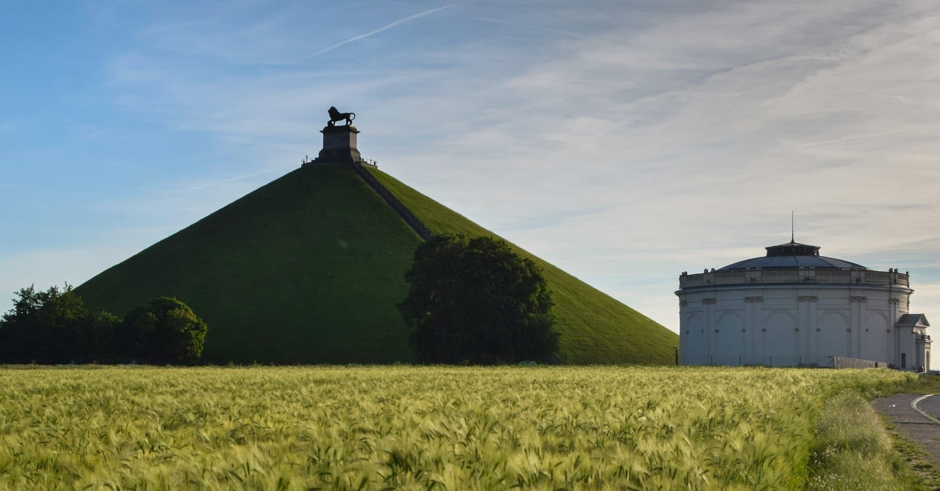 The Lion's Mound in the sunshine